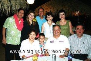 28092007 Sara Bucio, Roberto Rodríguez, Roberto Rodríguez L., José Manuel Jiménez, Abel Galindo Escandón, Ángeles de Galindo y Laura Muñoz de Jiménez.
