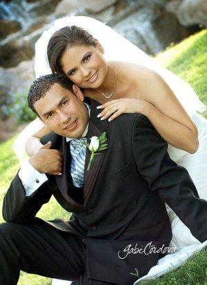 Ing. Iván Díaz Alfaro e Ing. Lissa Elena Rivera Bañuelos contrajeron matrimonio en la parroquia de La Inmaculada Concepción, el sábado 16 de junio de 2007.  <p> <i>Estudio Gabi Córdova.</i>