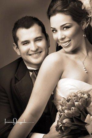 Ing. José Luis Hernández Barrera y L.A.E. Roxana Camacho Macías contrajeron matrimonio en la parroquia de San Pedro Apóstol, el pasado sábado 22 de septiembre de 2007.  <p> <i>Estudio Laura Grageda.</i>