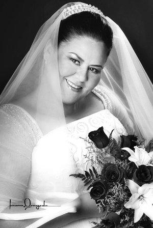 C.P. Carmen Beatriz Holguín Medrano, el día de su boda con el Sr. Marcelo Villagrana Robles. <p> <i>Estudio Laura Grageda.</i>