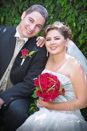 I.E. Raúl Ramírez Valadez e I.B.Q Diana Cázares Vargas unieron sus vidas en sagrado matrimonio en la parroquia de La Inmaculada Concepción, el sábado siete de julio de 2007.  <p> <i>Estudio Sosa</i>