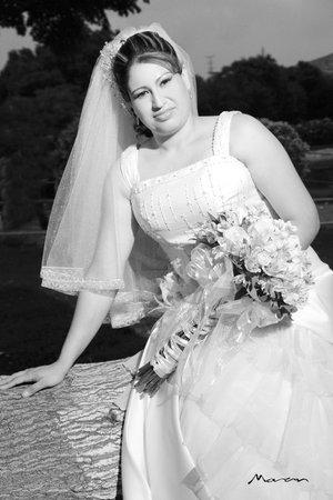 L.P. Emma Yamileth Reyes Silva, el día de su boda con el L.A.E. Iván Medina Pedroza. <p> <i>Estudio Morán.</i>
