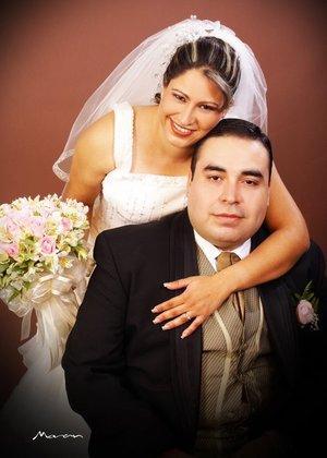 L.A.E. Iván Medina Pedroza y L.P. Emma Yamileth Reyes Silva unieron sus vidas en matrimonio en la parroquia de La Sagrada Familia, el domingo 29 de julio de 2007.  <p> <i>Estudio Morán.</i>