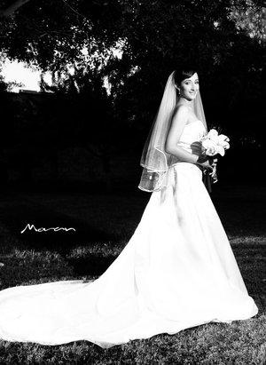 Srita. Sofía Vega Llamas, el día de su boda con el Sr. Manolo Martínez Ramírez. <p> <i>Estudio Morán.</i>