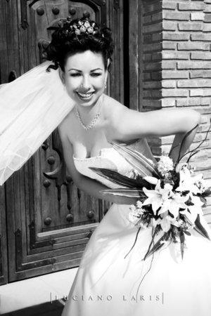Srita. Rommy Navarro Díaz, el día de su boda con el Sr. Carlos Gerardo Rodríguez Álvarez. <p> <i>Estudio Luciano Laris.</i>