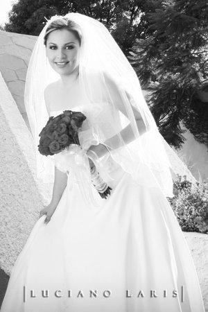 Srita. Jackeline E. Dipp Armendáriz unió su vida en sagrado matrimonio con el Sr. J. Carlos Riddle Saldaña.-  <p> <i>Estudio Luciano Laris.</i>