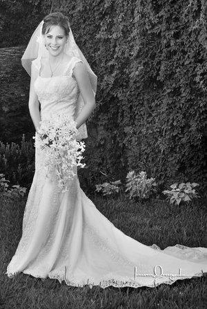 Srita. Margarita Chiffer Torres, el día de su boda con el Sr. Miguel Ángel Arriola Casas. <p> <i>Estudio Laura Grageda.</i>