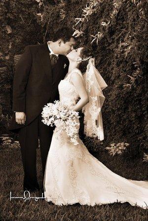 Sr. Miguel Ángel Arriola Casas y Srita. Margarita Chiffer Torres contrajeron matrimonio en la parroquia de San Pedro Apóstol, el pasado sábado 25 de agosto de 2007. <p> <i>Estudio Laura Grageda.</i>