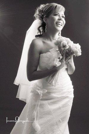 Srita. Maribel Villanueva Salas, el día de su boda con el Sr. Felipe de Jesús Nájera Salazar. <p> <i>Estudio Laura Grageda.</i>