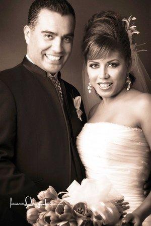 Sr. Felipe de Jesús Nájera Salazar y Srita. Maribel Villanueva Salas contrajeron nupcias el sábado primero  de septiembre de 2007. <p> <i>Estudio Laura Grageda.</i>