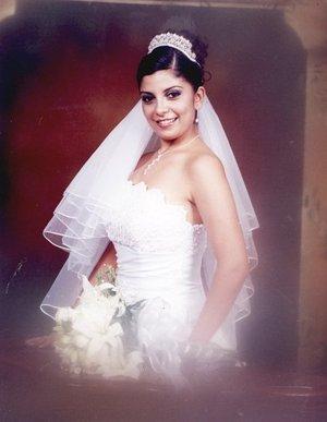 C.P. Nancy Patricia Terrones Castillo unió su vida en matrimonio a la del C.P. Hugo Alberto Salazar Perales. <p> <i>Estudio Ángel.</i>