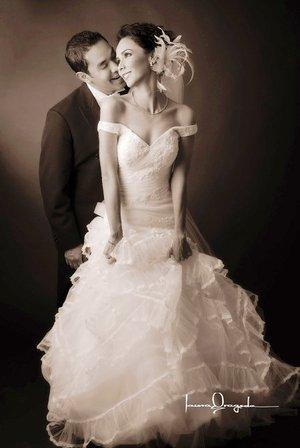 Lic. Jorge Ignacio Cerna Esparza y Lic. Ana Laura Segura Huerta unieron sus vidas en sagrado matrimonio en la parroquia de San Pedro Apóstol, el primero de septiembre de 2007.  <p> <i>Estudio Laura Grageda.</i>