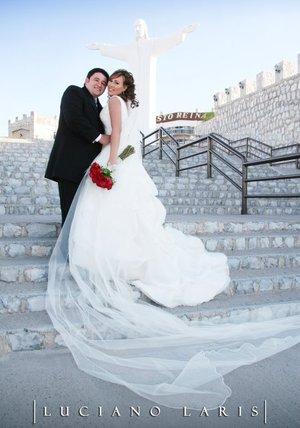 Sr. Jesús Wilfredo Rodríguez Quiñones y Srita. Laura Argentina Martínez Eguiarte unieron sus vidas en sagrado matrimonio en el Santuario del Cerro de la Noas, el sábado ocho de septiembre de 2007. <p> <i>Estudio Luciano Laris</i>