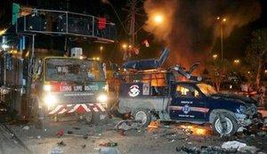 Los hospitales de Karachi se desbordaron de heridos y los servicios de emergencia estaban en alerta roja.