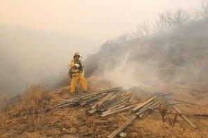 El humo cubrió con un manto negro gran parte de San Diego y llegó hasta  Tijuana.