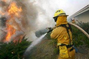 Las llamas avanzan sin control, a una velocidad de entre 10 y 15 kilómetros por hora.