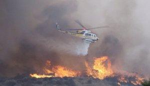 Los vientos de más de 80 kilómetros por hora que azotan el sur de California, una región que, debido a la sequía, es fácil pasto de las llamas, son los principales generadores de los incendios.