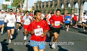 Gómez Palacio recibió a la caravana y un público entusiasta apoyó al grupo de corredores.