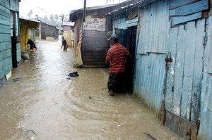 El paso de Noel pareció sorprender a muchos en el país, incluyendo a las propias autoridades, que no previeron la gran cantidad de lluvias que traería el fenómeno.
