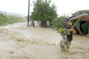 Las intensas lluvias e inundaciones causadas por el fenómeno afectaron a centenares de viviendas.