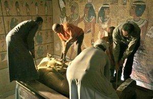 La momia cuando fue separada de su máscara, le retiraron 150 amuletos que portaba.