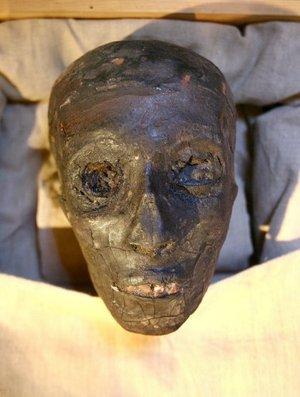 Lo que más les ha impresionado ha sido el estado de conservación de los restos de Tutankamón: Los pies es lo que me ha parecido más fascinante porque se ve la uña y los cartílagos, de la cabeza destaca la nariz porque estaba aplastada y luego la piel que parece muy tersa.