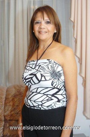 01112007 Agradable fiesta de cumpleaños recibió Lupita Quiroz.