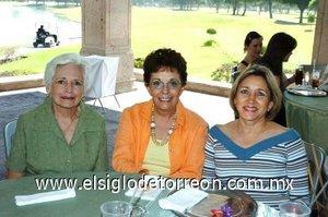 01112007 Boni de Martínez, Alicia Garibay y Beatriz de Fernández, en el desayuno que le ofrecieron a Ana Cecilia de Garibay.