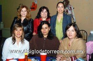 01112007 Claudia Campa, Norma de Domínguez, Ale de López, Marce de Boehringer, Yumana de Corcuera y Carmen Lucía de Sada en su reunión del Club de los Martes.