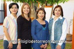 01112007 Elena de Sáenz, Mayela Morales, Paty Salinas y Peregrina Borrego en una reunión de ex alumnas del colegio La Paz.