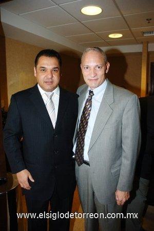 01112007 Ramón Franco González fue el anfitrión del evento y estuvo acompañado de Russel Kerns, encargado de operaciones de área de la cadena Hilton.