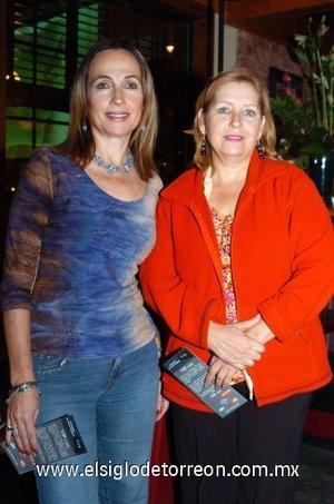 03112007 Carmen y Maga tuvieron agradable velada en el restaurante.