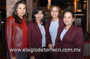 03112007 Maricela Palomo, Griselda Juárez, Judith Robles y Judeth Martín del Campo asistieron a la reinauguración del restaurante Tony Roma's.
