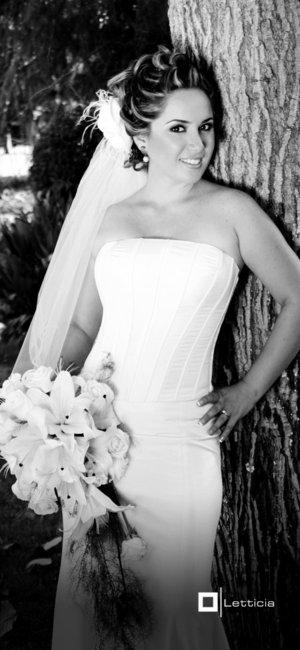 Srita. Alejandra B. González Cansino, el día de su boda con el Sr. Pedro J. Villa Encinas.-  <p> <i>Estudio Letticia.</i>