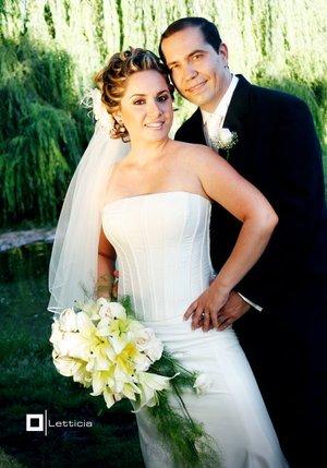 Sr. Pedro J. Villa Encinas y Srita. Alejandra B. González Cansino unieron sus vidas en sagrado matrimonio en la parroquia Los Ángeles, el sábado 25  de agosto de 2007.  <p> <i>Estudio Letticia.</i>