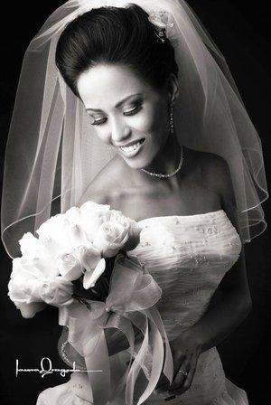 Srita. Alma Gabriela Sánchez Montelongo unió su vida en matrimonio a la del Sr. Jesús Ernesto Miranda Ibarra. <p> <i>Estudio Laura Grageda.</i>