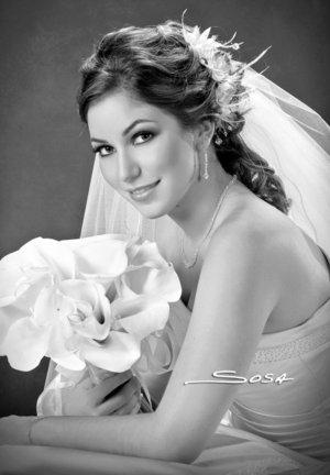 Srita. Elia María Dávalos Arriaga unió su vida en sagrado matrimonio a la del Sr. Daniel de Anda Miranda. <p> <i>Studio Sosa.</i>