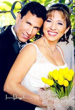 Sr. Gabriel Flores Magallanes y Srita. Graciela Cháirez Villalobos contrajeron nupcias el sábado 22 de septiembre de 2007. <p> <i>Estudio Laura Grageda</i>