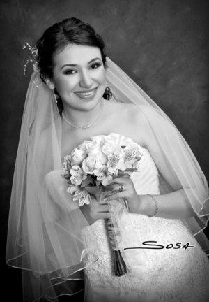 Srita. Laura Elena Flores Castillo el día de su boda con el Sr. Carlos López Martínez. <p> <i>Studio Sosa.</i>