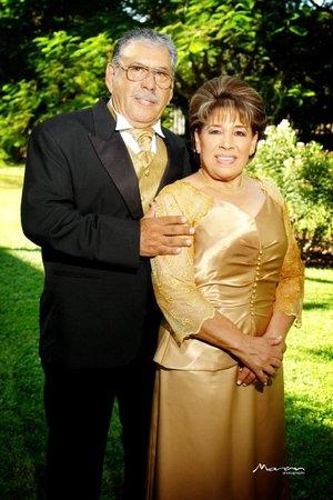 Sr. José Héctor Coronado Carmona y Sra. María del Socorro Hernández Ledezma celebraron su 50 Aniversario de Bodas, con una misa de acción de gracias en la Catedral de Nuestra Señora del Carmen. <p> <i>Fotografía Moran</i>