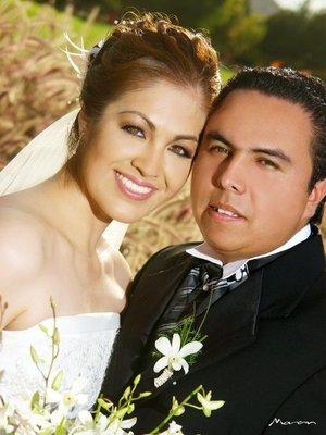 Sr. David Gerardo Romano Dávila y Srita. Janeth Azucena Herrera Martínez contrajeron nupcias en la parroquia de Nuestra Señora de Lourdes, el sábado 29 de septiembre de 2007.  <p> <i>Fotografía Morán.</i>