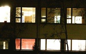 El colegio Jokela se encuentra en Tuusula, a unos 48 kilómetros al norte de la capital Helsinki.