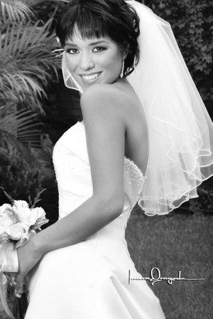 Srita. Jaqueline Hernández de Medina unió su vida en matrimonio a la del Sr. Eduardo Eliseo Medina.  <p> <i>Estudio Laura Grageda</i>