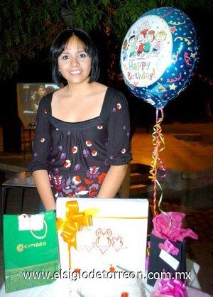 05112007 Fátima M. Gómez en la fiesta de cumpleaños que le fue organizada recientemente.