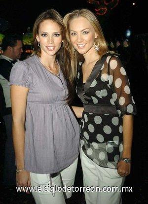 12112007 Carla Miranda y Melissa Cantú asistieron a la inauguración de un centro de entretenimiento.