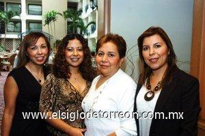 04112007 Carlota García de Canales con sus hijas María Dolores, Lorena y Karina Canales.