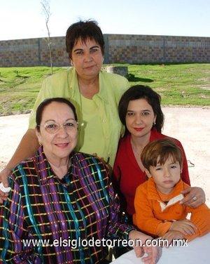 04112007 Irma de Jaidar, Bella Ramón, None Ramón de Pérez Merodio y Alex Pérez Merodio.