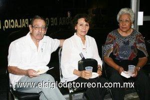 04112007 Lisandro Orozco, Paty de Orozco y Doris Valenzuela.