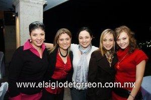 04112007 Roxana Montañez, Ale de Cázares, Priscila de Jaime, Claudia Rueda y Meche Romo, en la despedida de soltera de Tania Manzur.