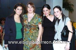08112007 María Madero, Anabell Dajlala, Angie Bujaidar y Ana Cris Jiménez.